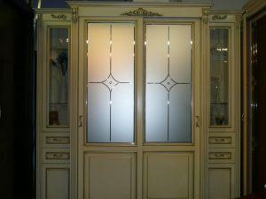 Классический шкаф купе массив с фацетными зеркалами и гравировкой Балаково