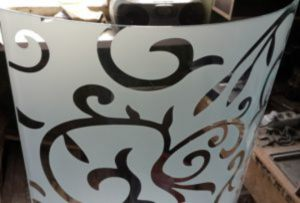Стекло радиусное с пескоструйным рисунком для радиусных дверей Балаково