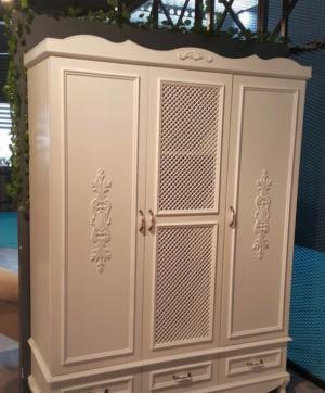 Распашные двери с декоративными накладками Балаково
